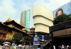 v.l.n.r: Jing'an Tempel (vorne links), Wirtschaftstempel (hinten mittig), Konsumtempel (vorne rechts)